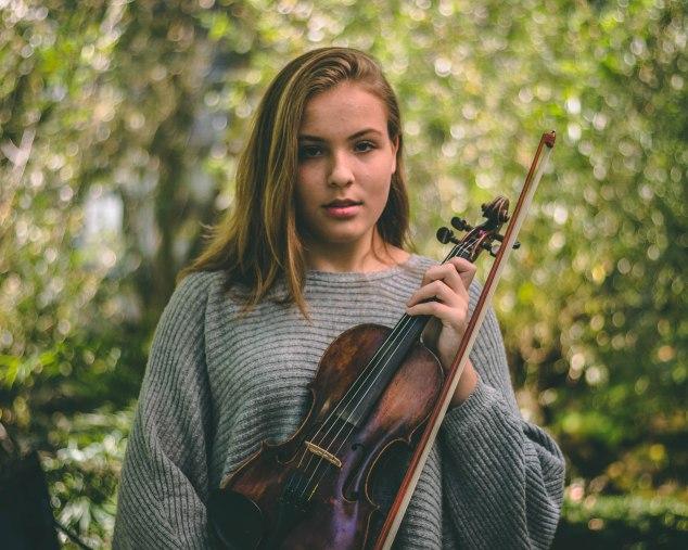 veerle portrait violin ig_